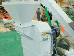 Hammer mill of small pellet plant